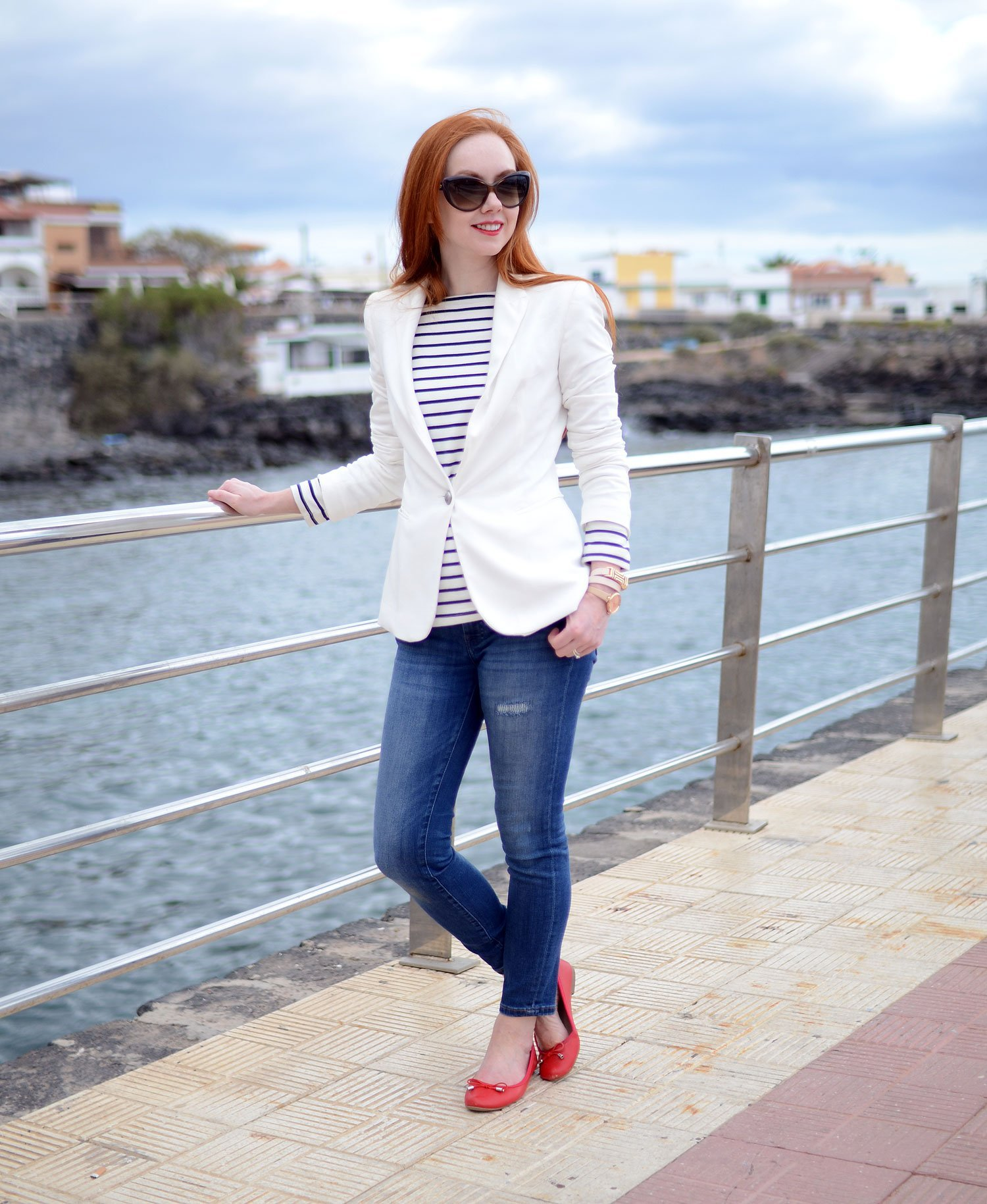 casual outfit formula: jeans, breton and blazer